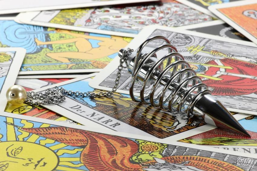 Pendel und Tarotkarten